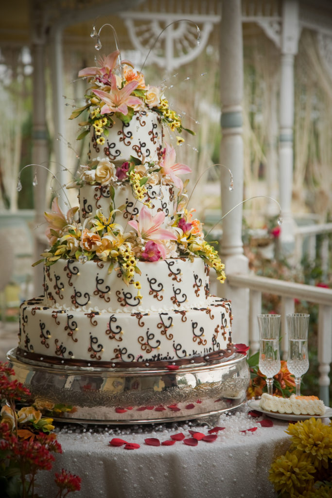 wedding cake for 30 guests outdoor wedding cake the gazebo 187 cynthias cakes llc 22703